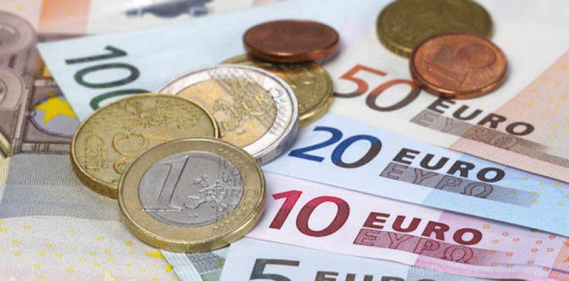 Euro ai minimi da 16 mesi
